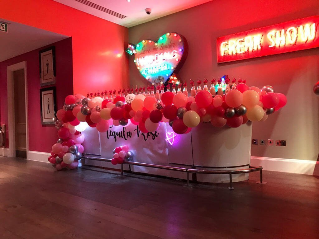 Hotel Hamyard London Taquilla Rose Love Island Party organic balloon bar installation Airmagination 2